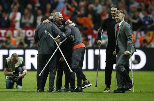 Pogba, Mkhitaryan tỏa sáng, M.U đăng quang Europa League - Ảnh 2.