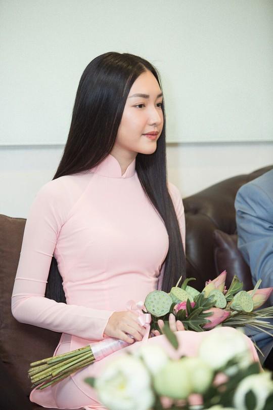 Vẻ đẹp ngọt ngào của nàng thơ xứ Huế  - Ảnh 5.