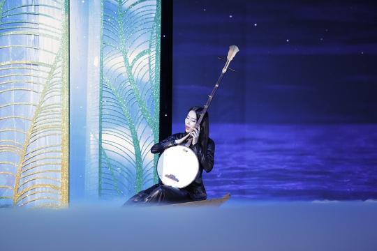 Trương Thị May vác cả cánh đồng sen lên sân khấu - Ảnh 4.
