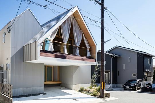 Nhà gỗ cấp 4 đẹp như biệt thự nhờ thiết kế tối giản - Ảnh 2.