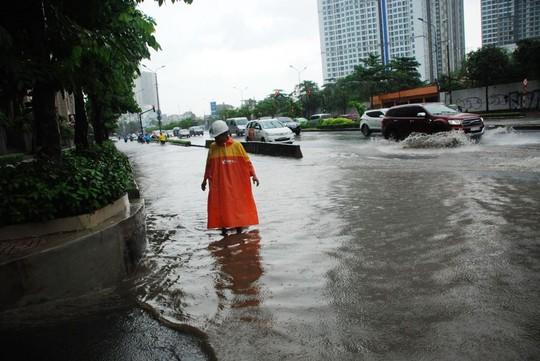 Truy tìm thủ phạm gây ngập đường Nguyễn Hữu Cảnh - Ảnh 3.