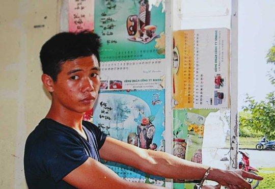 Nghi can Văn Công Anh Tiến tại trụ sở công an huyện Cần Đước (Long An)