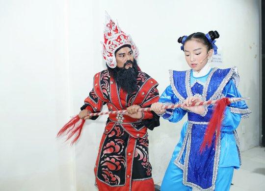 Con gái nghệ sĩ Cẩm Hiền được bố dượng thương yêu như con ruột - Ảnh 3.