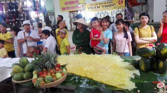 Mãn nhãn với bánh xèo kỷ lục Guiness Việt Nam - Ảnh 8.