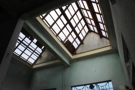 Cận cảnh trường học tan hoang, nhà cửa đổ nát sau bão - Ảnh 16.