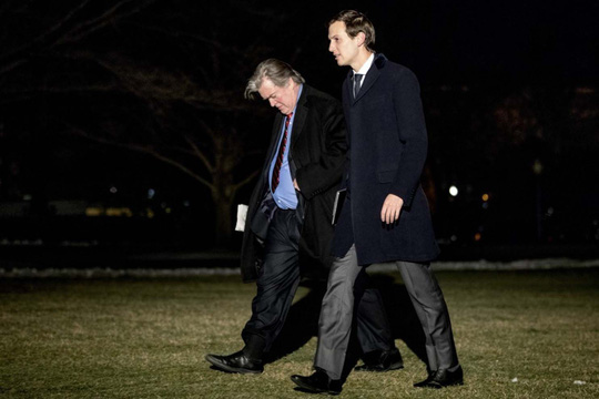 Ông Jared Kushner (phải) và ông Stephen K. Bannon Ảnh: AP
