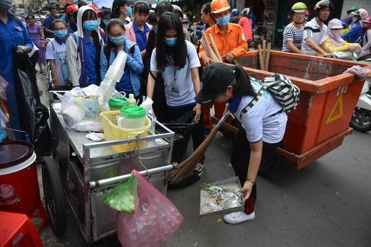 TP HCM giải quyết các điểm nóng rác thải - Ảnh 1.