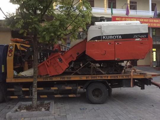 Trộm máy gặt lúa rồi thuê xe cứu hộ mang về quê - Ảnh 2.