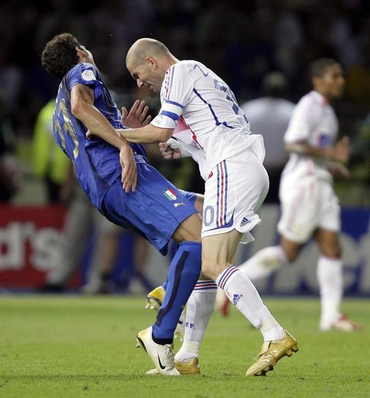 Cú thiết đầu công của Zidane được tái hiện ở Bundesliga - Ảnh 2.