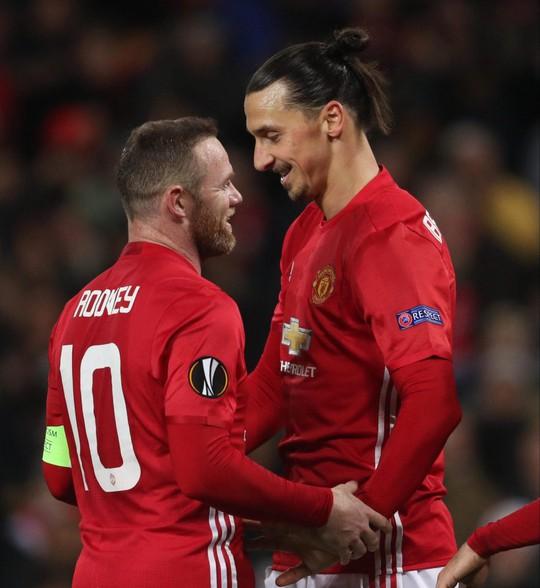 Rooney bị Ibrahimovic soán ngôi Cầu thủ giàu nhất Anh - Ảnh 2.