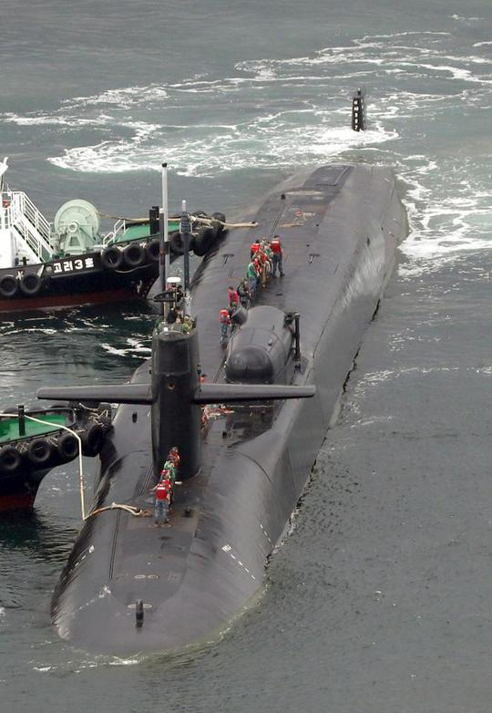 Tàu ngầm USS Michigan của Mỹ đã đáp cảng Hàn Quốc. Ảnh: AP