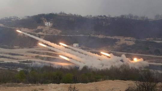 Mỹ và Hàn bắn rốc két trong buổi tập trận. Ảnh: Reuters