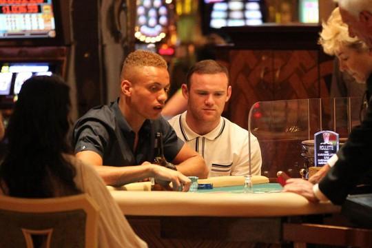 Thua bạc 500.000 bảng, Rooney có thể bị vợ ngăn sang Trung Quốc - Ảnh 2.