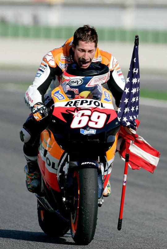 Cựu vô địch mô tô chết khi chạy xe đạp - Ảnh 1.