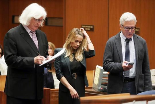 Người mẫu nhận án tù vì đăng ảnh khỏa thân lên mạng - Ảnh 2.