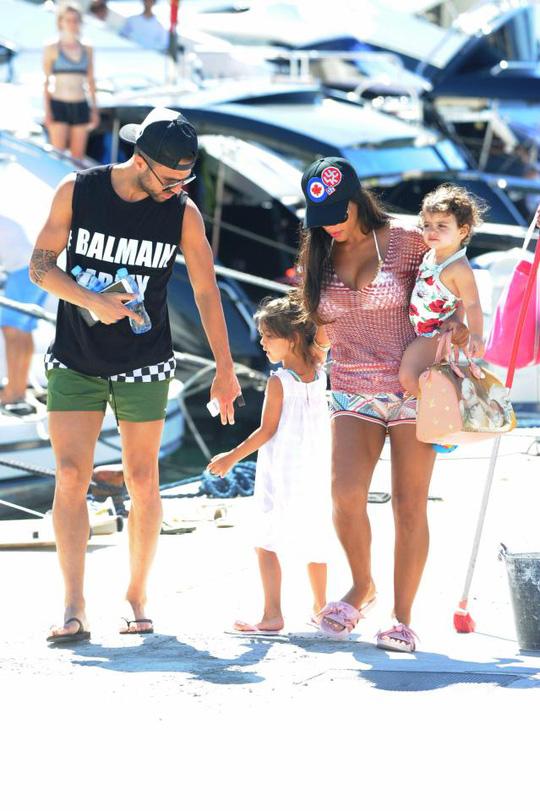 Gia đình Messi, Suarez, Fabregas họp mặt trên đảo - Ảnh 1.