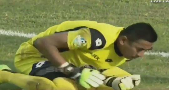 Những vụ va chạm khiến thủ môn chết trên sân - Ảnh 3.