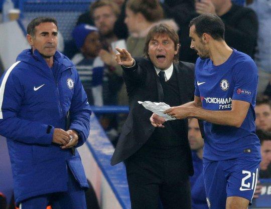 Conte chỉ đạo chiến thuật bằng thư tay - Ảnh 1.