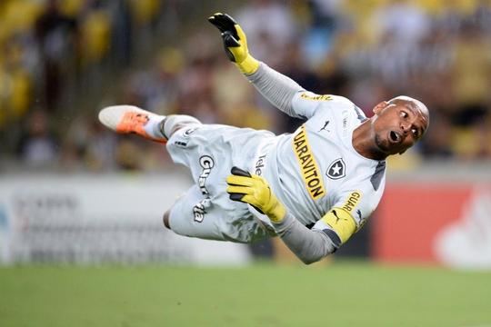 Clip - Cựu tuyển thủ Brazil bị cướp xe như trong phim - Ảnh 4.