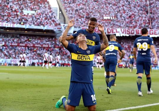 Cú kungfu của De Jong được tái hiện ở derby Argentina - Ảnh 9.