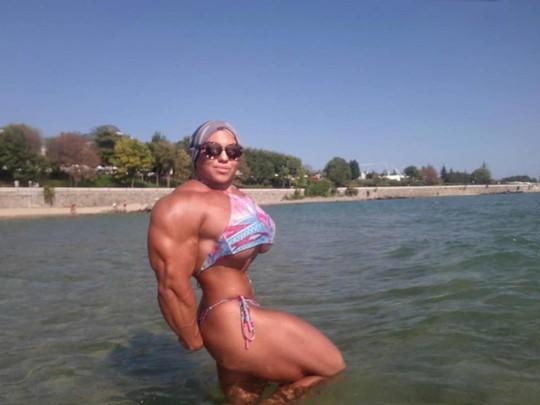Choáng với cơ bắp của nữ lực sĩ nặng 90 kg - Ảnh 5.