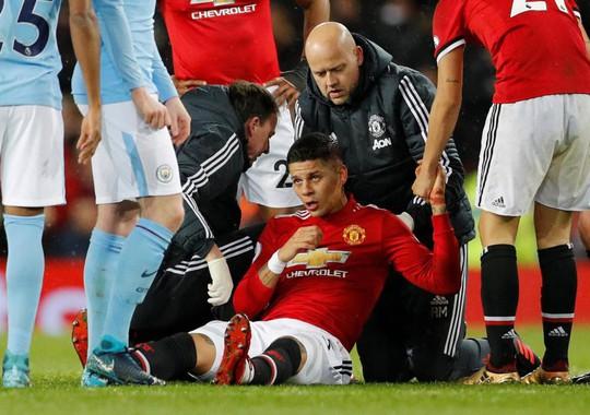 Rojo khoe chấn thương ghê rợn sau trận gặp Man City - Ảnh 3.