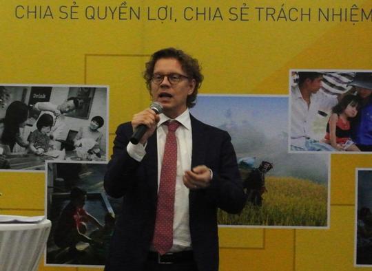 """Đại sứ Thụy Điển tại Việt Nam Pereric Högberg phát biểu tại buổi công bố cuộc thi ảnh """"Những gia đình bình đẳng"""""""
