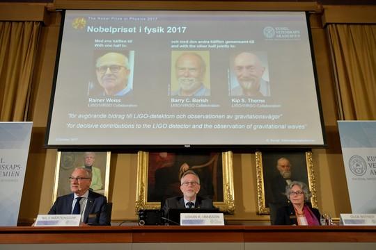 Nobel Vật lý 2017 tôn vinh khám phá đầu tiên về sóng hấp dẫn - Ảnh 2.