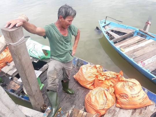 Đà Nẵng: Hơn 20 tấn cá nuôi chết hàng loạt chưa rõ nguyên nhân - Ảnh 6.