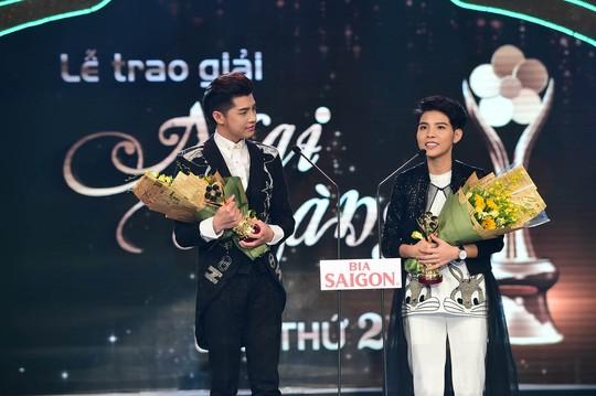 Noo Phước Thịnh và Vũ Cát Tường nhận giải Nam - Nữ ca sĩ nhạc nhẹ được yêu thích nhất
