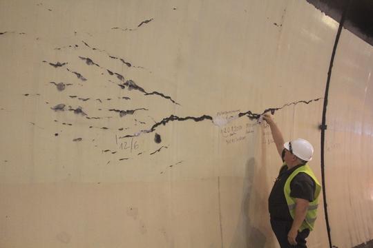 Hầm Hải Vân an toàn dù có hàng loạt vết nứt toác? - Ảnh 1.
