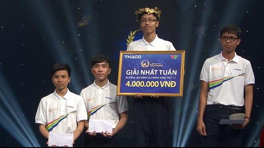 Nhân Thanh Tùng nhận giải nhất cuộc thi tuần dù có 2 câu trả lời sai