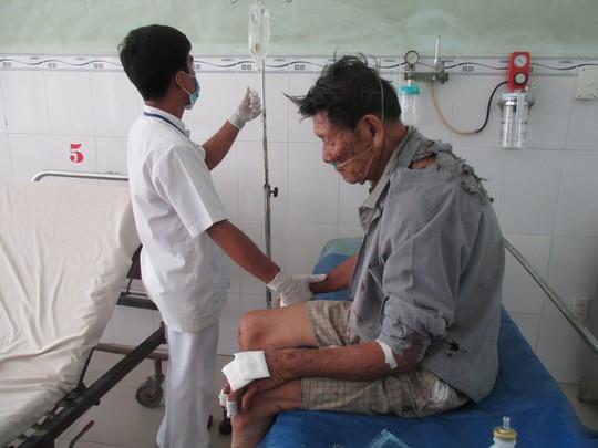 Cụ L. đang được điều trị tại Bệnh viện Đa khoa Trà Vinh