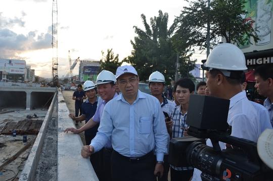 Chủ tịch Đà Nẵng hứa thưởng vài trăm triệu đồng cho công nhân - Ảnh 2.