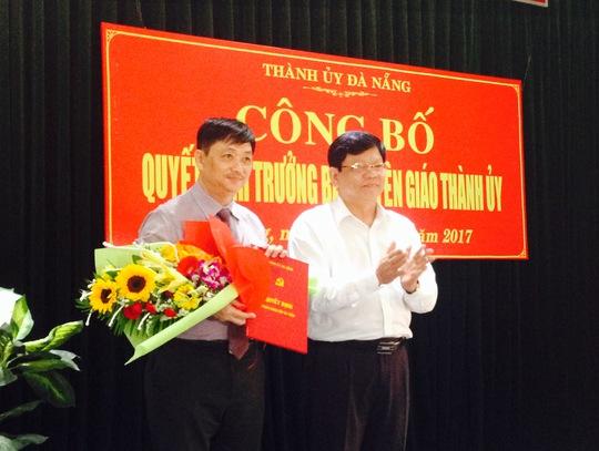 ÔNg Đặng Việt Dũng (trái) vừa được điều động giữ chức Trưởng ban Tuyên giáo Thành ủy Đà Nẵng