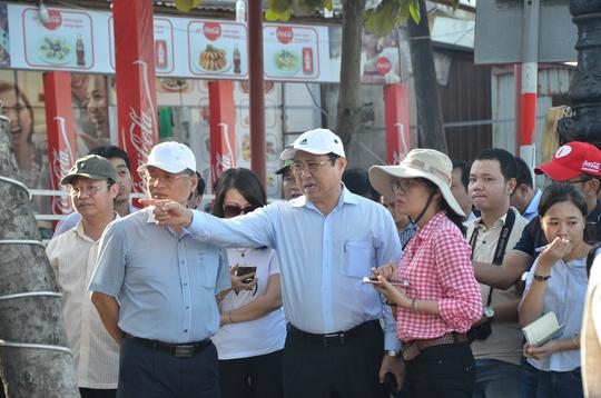 Chủ tịch Đà Nẵng hứa thưởng vài trăm triệu đồng cho công nhân - Ảnh 1.
