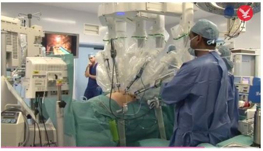 Các bác sĩ khi mổ ruột thừa cho bệnh nhân 16 tuổi đã phát hiện khối u có chứa tế bào não trong buồng trứng. Ảnh: Independent