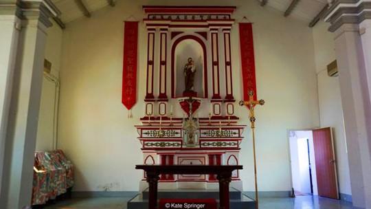 Nhà thờ nhỏ trên đảo là một trong những nhà thờ cổ kính nhất Hồng Kông. Ảnh: Kate Springer