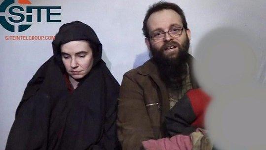 Con tin Taliban được giải cứu không chịu lên máy bay Mỹ - Ảnh 1.