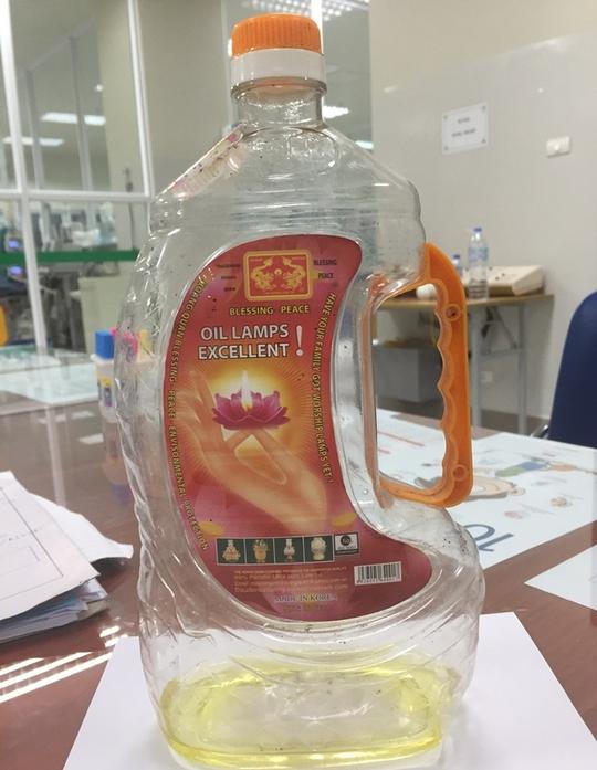 Bé trai 14 tháng tuổi suy đa tạng vì uống dầu Parafin - Ảnh 1.