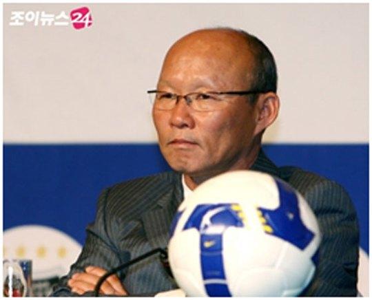 VFF mời HLV Hàn Quốc dẫn dắt tuyển Việt Nam - Ảnh 1.