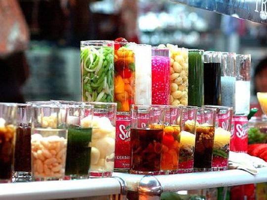 Phẩm màu hóa học được sử dụng trong nhiều món thức ăn.