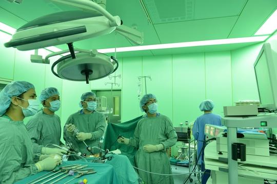 Kỹ thuật mới điều trị ung thư trực tràng - Ảnh 2.