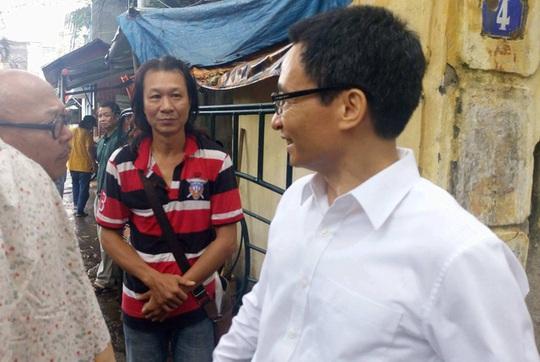Phó Thủ tướng Vũ Đức Đam bất ngờ đến Hãng phim truyện Việt Nam - Ảnh 1.