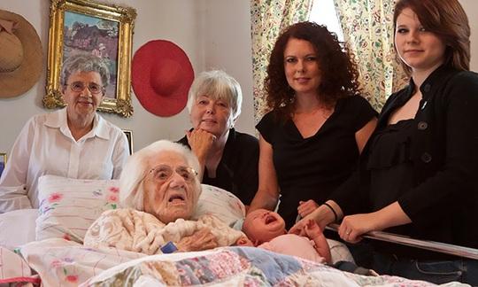6 thế hệ con gái từ bé đến cụ bà 111 năm tuổi