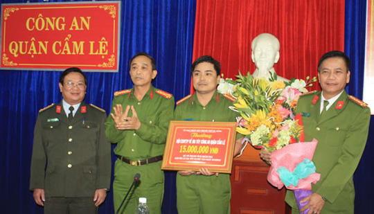 Đội CSMT CAQ Cẩm Lệ được UBND TP Đà Nẵng thưởng nóng.