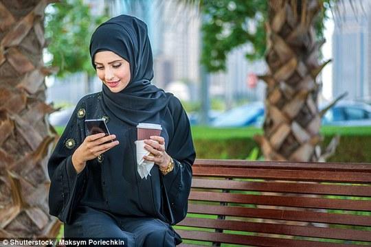 Khoảng 900 phụ nữ từ Ả Rập Saudi, Yemen, Morocco, Syria, Palestine, Ai Cập, Nigeria, Bangladesh, Trung Quốc và Pakistan ghi danh làm vợ bé. Ảnh: Daily Mail