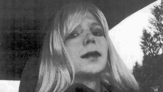 Manning tuyệt thực và chỉ chấm dứt khi quân đội đồng ý cho điều trị chuyển giới. Ảnh: AP
