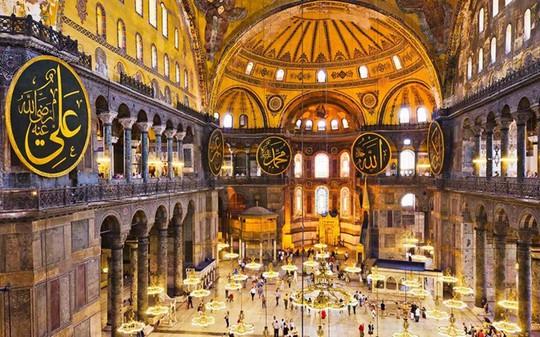 Nhà thờ Hagia Sophia là nơi hội tụ của nhiều nền văn minh. Ảnh: Tetra Images/Getty Images.