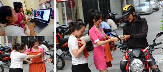 Sau khi tìm hiểu giá và mẫu váy được rao bán trên facebook (Ảnh nhỏ), hai chị Quỳnh My và Bích Ngọc liên hệ qua điện thoại đặt mua bộ váy áo, lập tức có người mang hàng tới giao nhưng không có hóa đơn chứng từ khi nhận tiền (ảnh lớn) - Ảnh: QUANG ĐỊNH